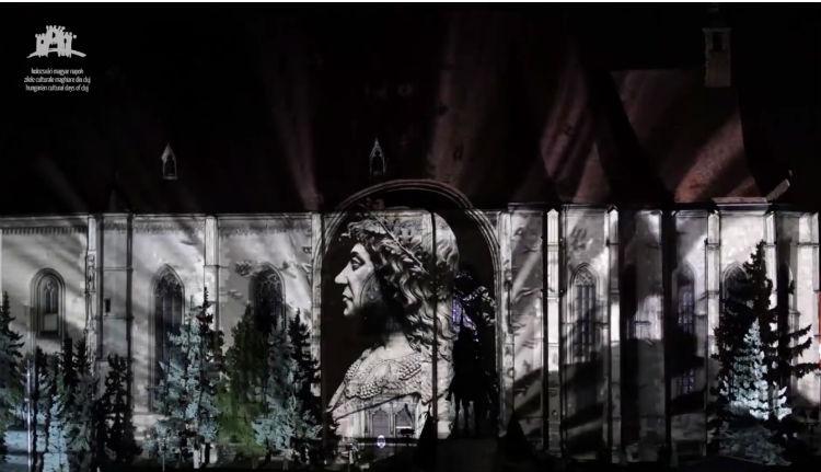 Nosztalgiázzunk: itt a kolozsvári épületvetítés hivatalos videója
