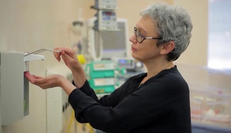 Kórházi kézfertőtlenítésért kampányol a szaktárca