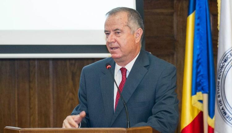 Összeollózott cikkel bukott le az újdonsült oktatási miniszter