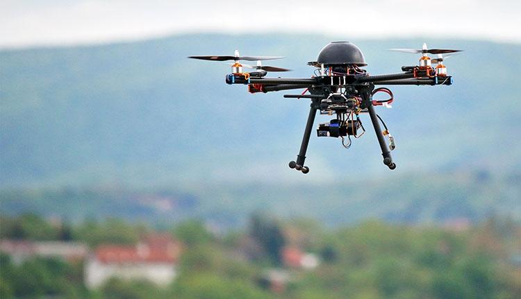 Drónnal próbáltak kábszert csempészni a börtönbe Argeş megyében
