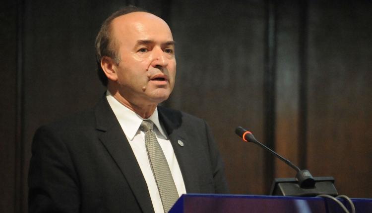 Miniszter: távozhat tisztségéből a korrupcióellenes főügyész