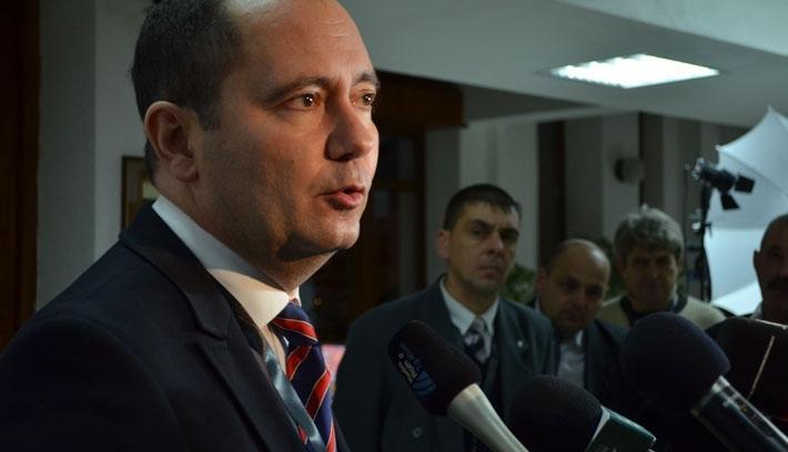 Újabb mandátumért száll harcba Szilágyi Zsolt EMNP-elnök