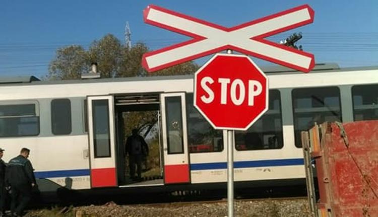 Vonattal ütközött egy személyautó Zsögödnél