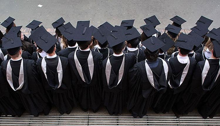 Itthon maradásra kényszeríthetik a friss diplomásokat