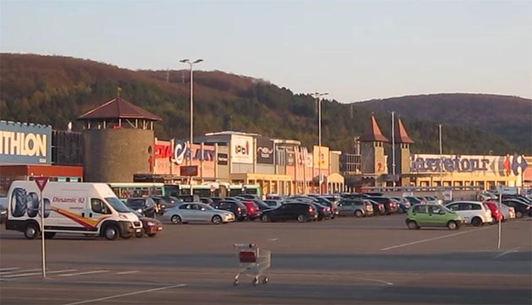 Kolozsvár: az autóban hagyták csecsemőjüket, majd elmentek shoppingolni
