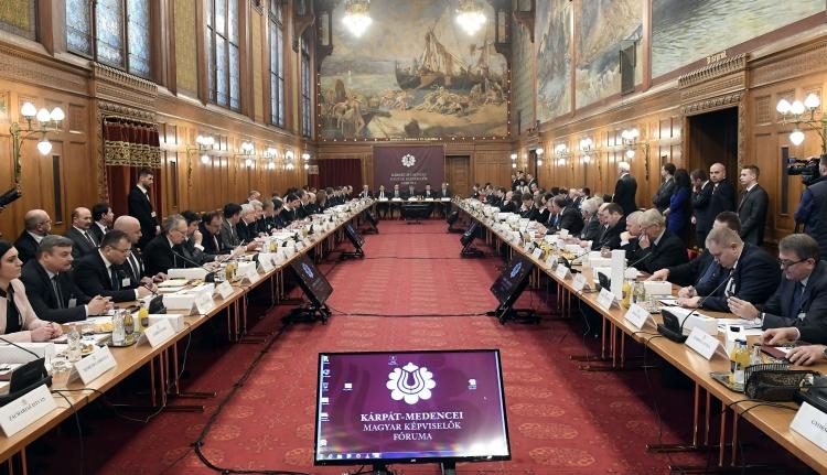 Szijjártó: nem Budapest akarja megmondani, mi a jó a külhoni magyaroknak