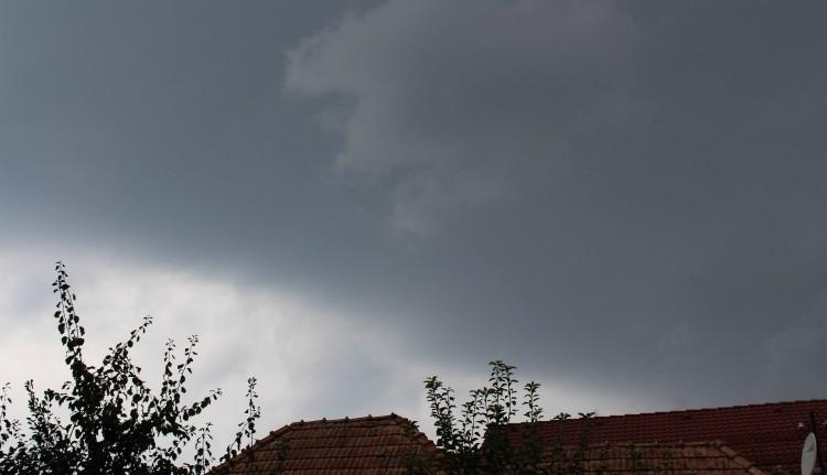 Esőssé és szelessé válik az időjárás