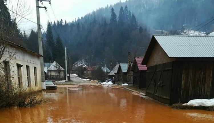 Bányavíz ömlött a Lápos folyóba