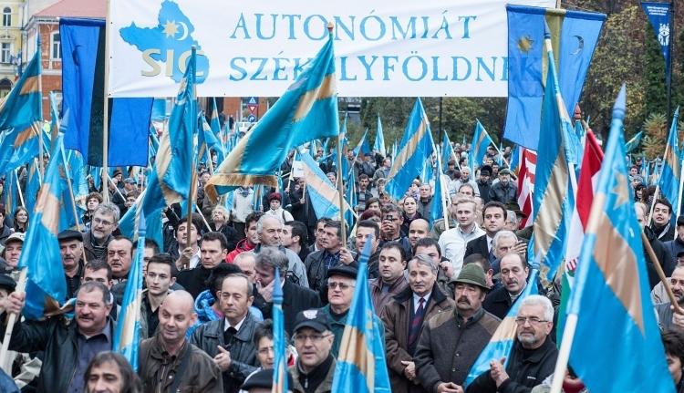 Az autonómiáról tárgyalna Tőkés László és Izsák Balázs az ország vezetőivel