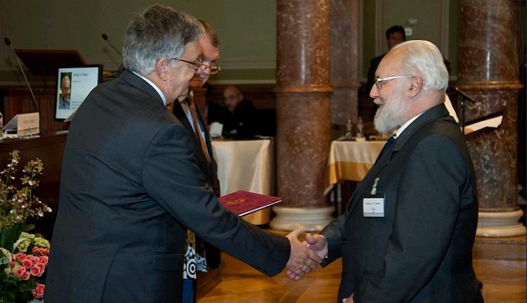 Akkora díjat kapott Szilágyi N. Sándor tanár úr, hogy csak na!