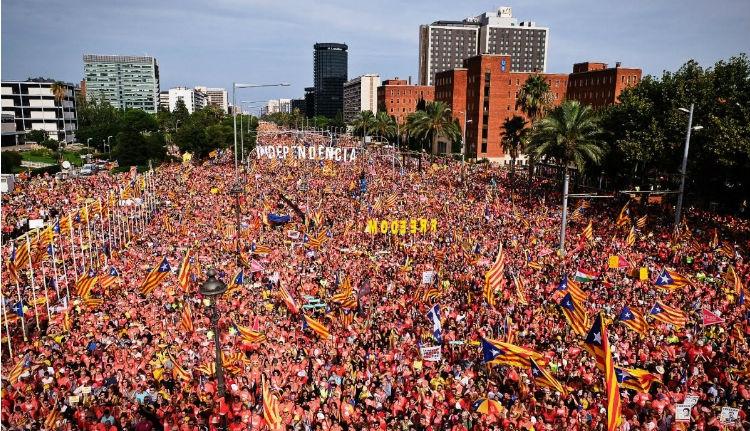 Egymillióan vonultak utcára a katalán nemzeti ünnepen