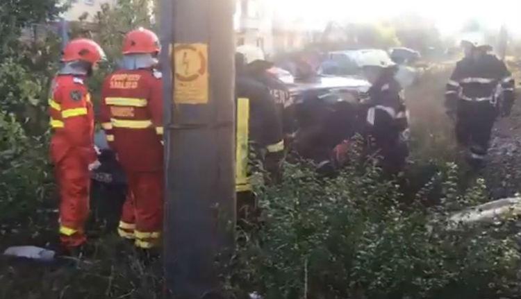 Ezúttal Lugoson került emberéletekbe, hogy egy autós nem nézett szét, mielőtt a sínekre hajtott