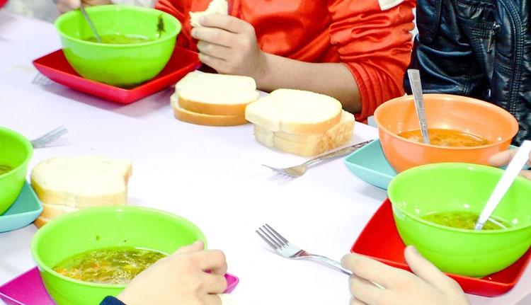 Hiába henceg vele a kormány, csak 50 suli ad ingyen ebédet a diáknak