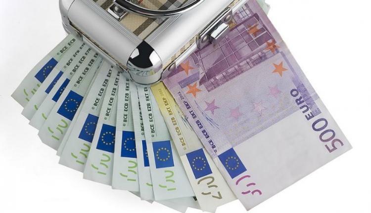Ön mit tenne, ha 95 ezer eurót találna egy interneten vásárolt, használt szekrényben?