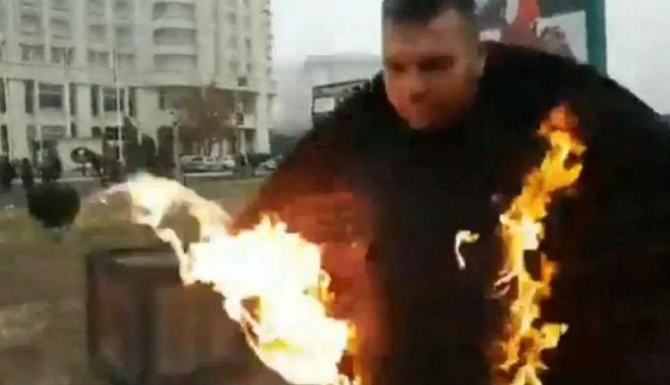 Így égett egy ortodox pap a bukaresti óriáskatedrális felszentelése alkalmából (VIDEÓval)