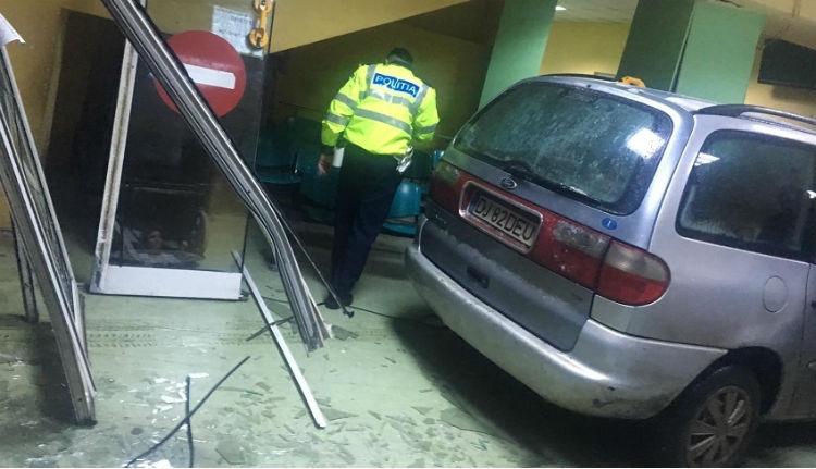 A sürgősségi kellős közepéig meg sem állt egy autós Craiován