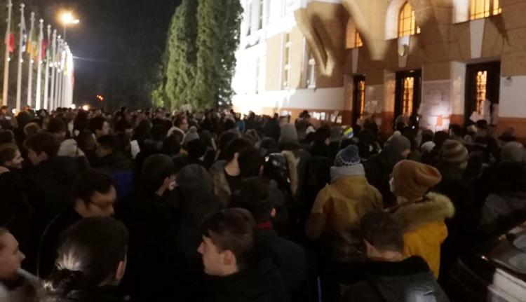 A MOGYE közel 300 diákja tüntetett