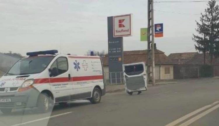 Menet közben esett szét egy kolozsvári mentőautó