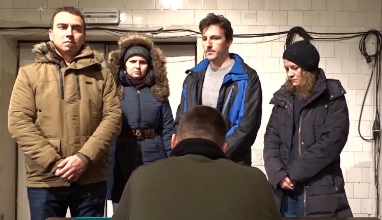 Fagynak meg a színészek, Bukás-paródiával kérnek pénzt fűtésre (VIDEÓ)