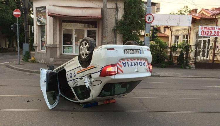 Iszogatott egy kicsit a rendőr, aztán jól fejre állt a járőrkocsival