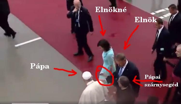 Hát azt látta, amikor egy pápai szárnysegéd rácsap a román államelnök kezére? (VIDEÓval)
