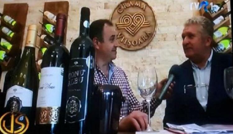 Igazolt szűzlányokkal tapostatja a szőlőt a borászkodó exállamtitkár (VIDEÓval)