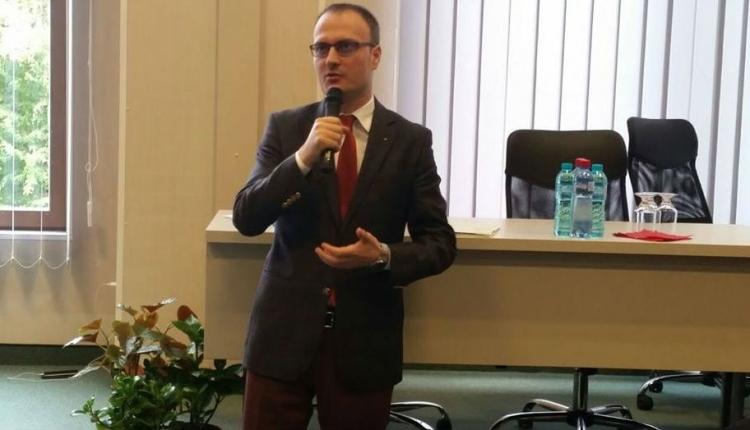 """Kedvenc """"magyarbarát"""" elnökjelöltünknek több háza van, mint Iohannisnak"""