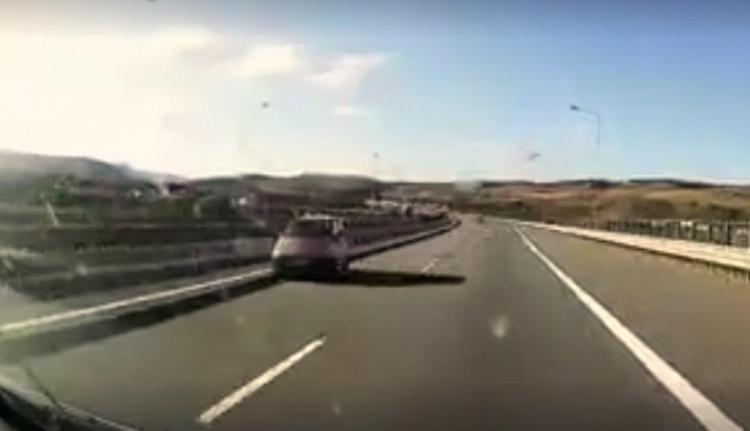 Úgy látszik, egyesek ezt a nyúlfaroknyi autópályát sem tudják tisztességesen használni (VIDEÓval)