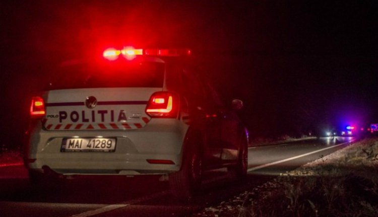 Háznak rohant egy autó: két fiatal meghalt, a ház lakója súlyosan megsérült