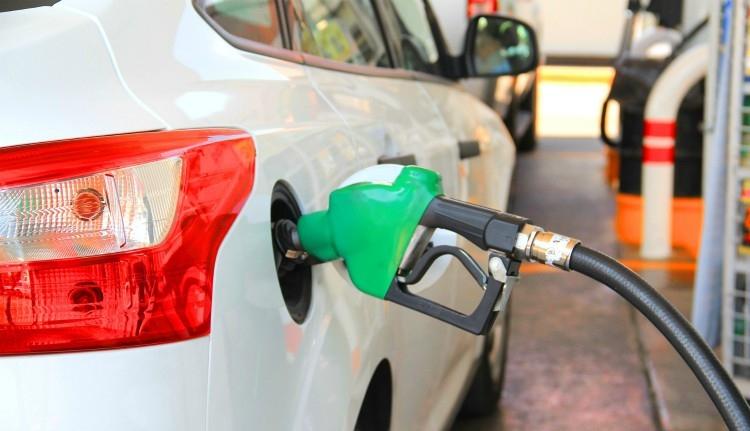 Ekkora összeggel járulunk hozzá az értünk kitartóan fáradozó parlamenti képviselők üzemanyag-költségeihez jövőre