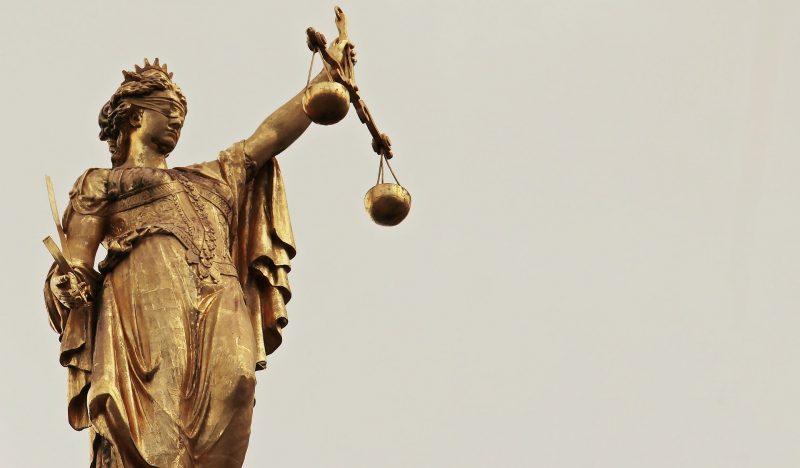 Iustitia nem pihenhet: hatból egy román állampolgár érintett valamilyen módon büntetőjogi perekben