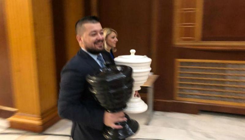 Golyófertőtlenítéssel biztosították, hogy tiszta legyen a bizalmi szavazás a parlamentben