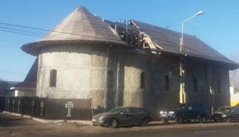 Engedély nélkül épült az ortodox templom, de legalább a tetejébe beleépítettek egy utcai lámpát is