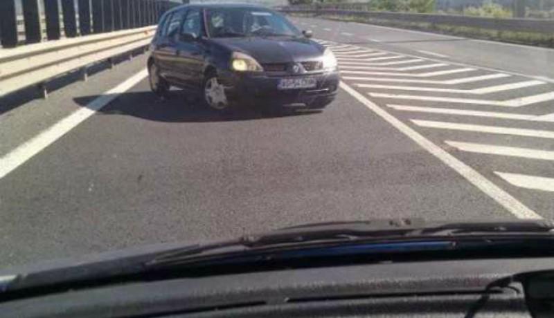 Zavarta a sofőrt, hogy nem hagyják nyugodtan szembemenni a forgalommal az autópályán