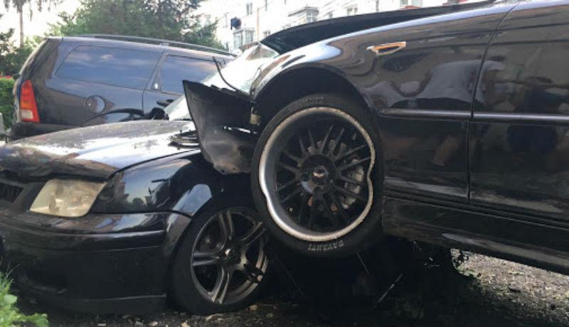 Nyugaton rommá tört, majd Romániába behozott autókért próbálják felmarni a biztosítási összeget fifikás csalók