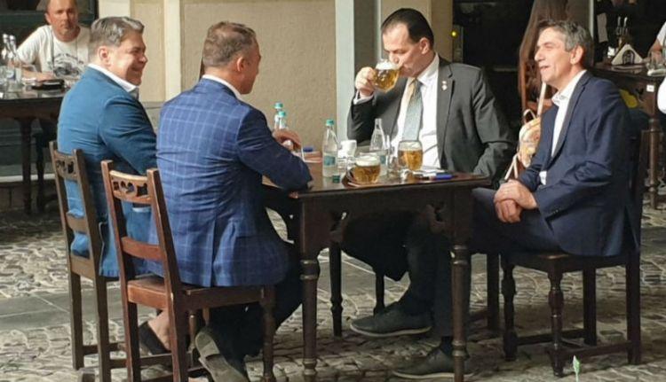 Orban szállította ma a nap bölcsességét: ha csak kajára és lakbérre van pénzed, ne idd el a kocsmában! (VIDEÓval)