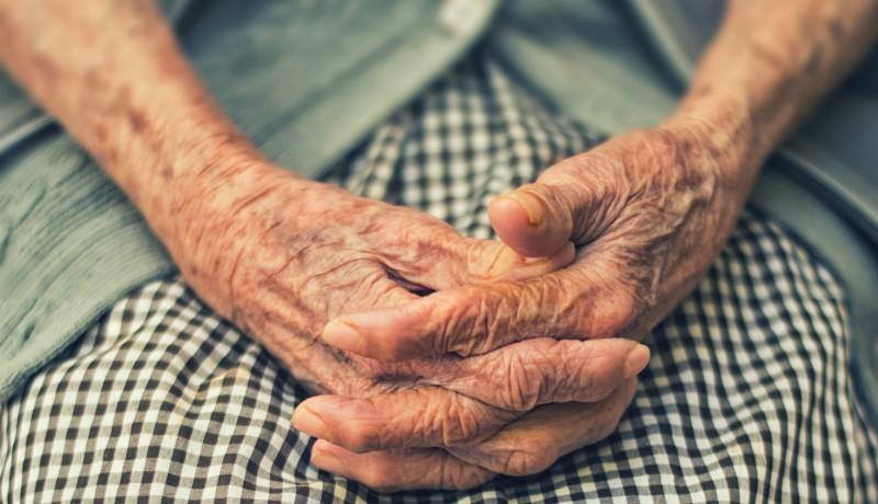 Ritkán kapnak ilyen jó hírt a 75 év feletti kisnyugdíjasok: 720 lejjel több áll a házhoz decemberben
