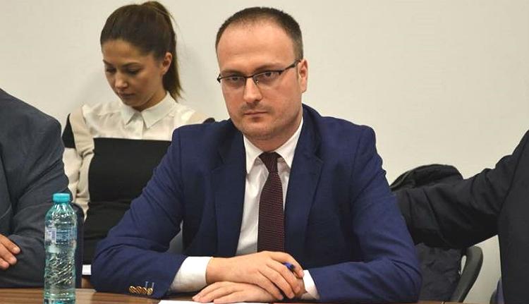 Gyanúsítottként is gátlástalanul lapátolja az EU-s pénzeket a román közélet egyik legvisszataszítóbb figurája