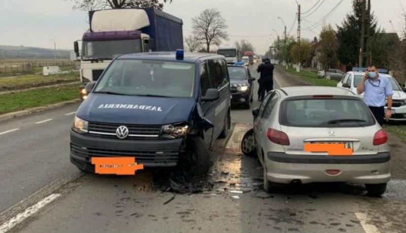 Ha már részegen vezet, legalább vigyázzon, hogy ne egy csendőrségi autót taroljon le