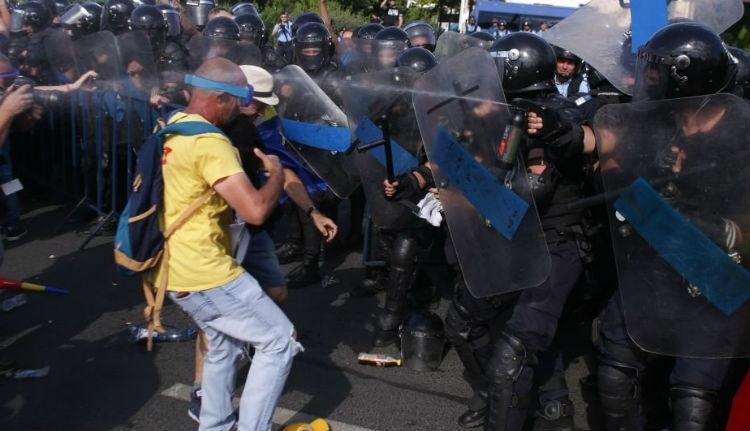 Állj! Ha nem hagyja abba, ortho-chlorbenzyliden-malononitrile-t használunk! – kiabálhatják hamarosan a csendőrök