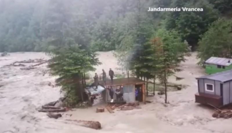 A hegyi csendőrök már megint lenyúlták a hegyimentősöknek járó elismerést