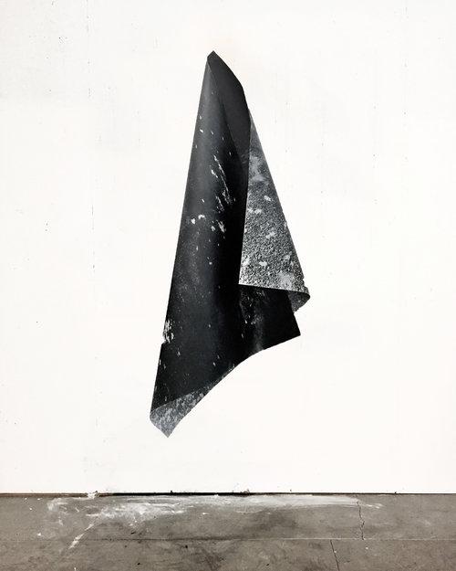 hangar-art-lior-gal-foto-agenda-distant-light