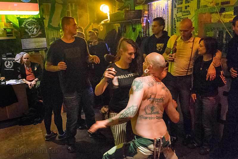 """Beim Konzert mit """"The AYILAR"""" (Street-Punk- und  Oi!-Punk-Band aus Istanbul); 29.04.2015, Dresden"""