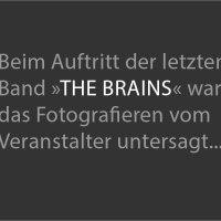 """Beim Auftritt der letzten Band »The Brains« war das Fotografieren vom Veranstalter untersagt... / Wrestling-Veranstaltung """"Better be Dead Circus - Horror küsst Wrestling küsst Rockmusik"""" am 30.04.2015 in Dresden, Reithalle, Strasse E"""