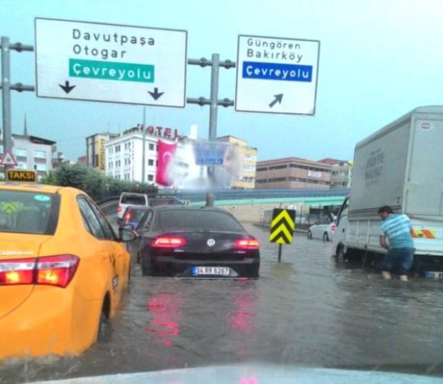 İstanbul Sular Altında! Sokaklarda Can Pazarı Yaşanıyor