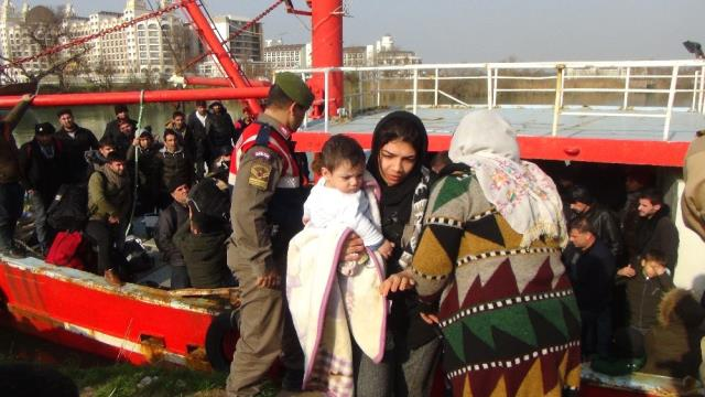 Balıkçı Teknesinde 208 Kaçak Göçmen Yakalandı