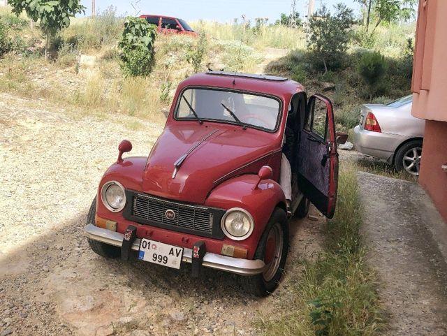 Deposu 5 litre yakıt alıyor! Gözü gibi baktığı 1951 model Topolino'yu gören hayran kalıyor