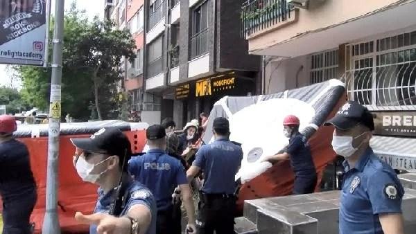 Görüntü Türkiye'den! Çırılçıplak soyunan kadın, kendini balkondan aşağı bıraktı