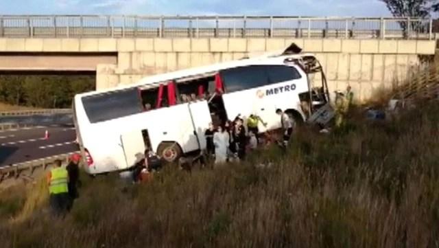 الدقيقة الماضية: غادرت الحافلة الطريق في اسطنبول على طريق شمال مرمرة السريع: 5 قتلى و 10 إصابات خطيرة و 25 إصابة خطيرة