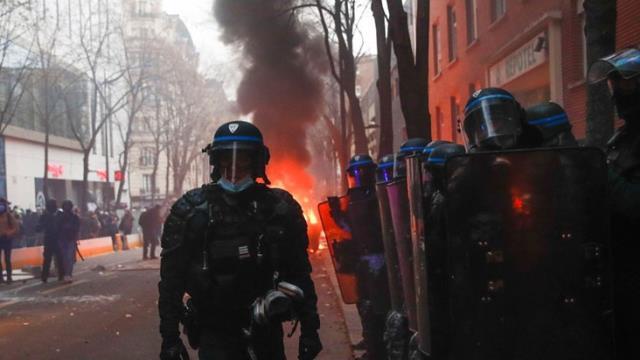 guvenlik yasa tasarisi fransa sokaklarini 13781806 1360 m - Güvenlik Yasa Tasarısı Fransa sokaklarını karıştırdı: 30 kişi gözaltına alındı